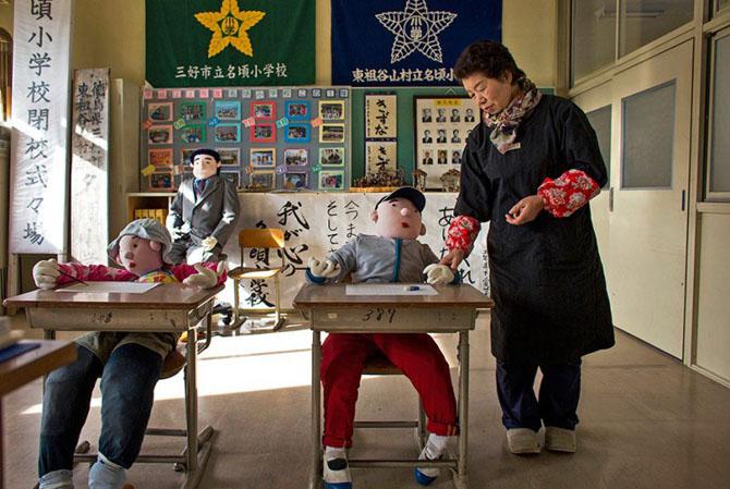 Почему в японской деревне живут 35 человек и 150 тряпичных чучел