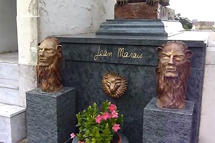 Во Франции разграбили могилу сыгравшего Фантомаса актера Жана Маре