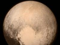 Плутон продолжает удивлять и веселить