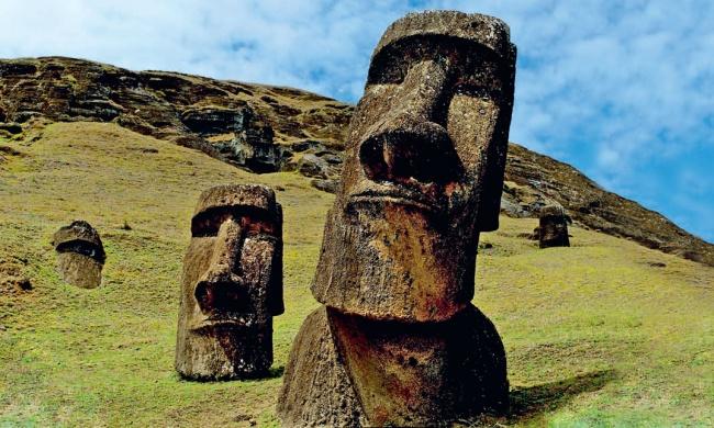 А вы знаете, что скрывают под собой загадочные головы  острова Пасха? Все не так просто, оказывается