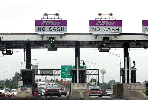 Даже бирки E-ZPass, которые используют вСША для дистанционной оплаты проезда поплатным дорогам, являются объектом кибершпионажа. Негласно установленные устройства считывания снабжают заинтересованные инстанции информацией оперемещении автомобиля.