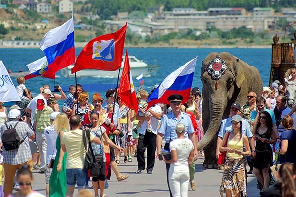 Приехавшие в Крым украинцы к…