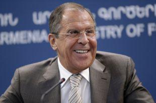 Журналистка из США встала на колени перед Сергеем Лавровым