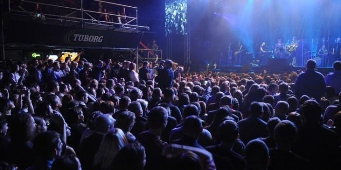 Шевчук на концерте посвятил песню жертвам крушения А321, зал встал на колени