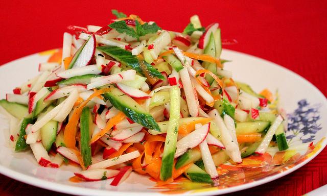 теплый салат с замороженными огурцами САЙТ
