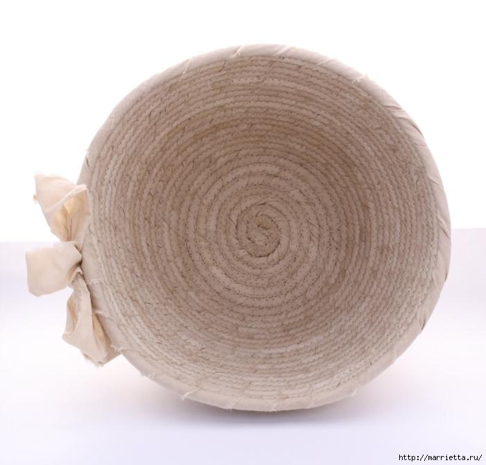 Корзинки, вазочки и коврик из лоскутков и бельевой веревки (20) (700x670, 230Kb)