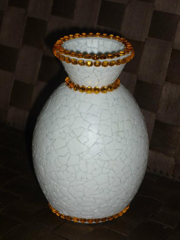 вазы из яичной скорлупы  с применением декупажа и бусин,много идей,мастер класс,мк, декорирование бутылок,из подручного материала,своими руками,яичная скорлупа,декупаж,декорирование бусинами,бисером,яичное кракле,красивые вазы,украшение интерьера,декорирование предметов
