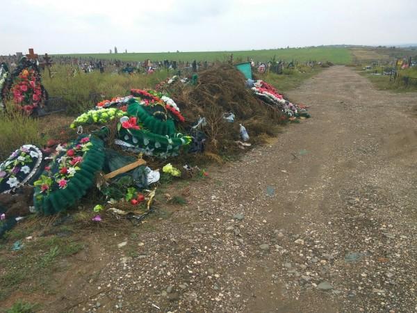 В Крыму на кладбище творится…
