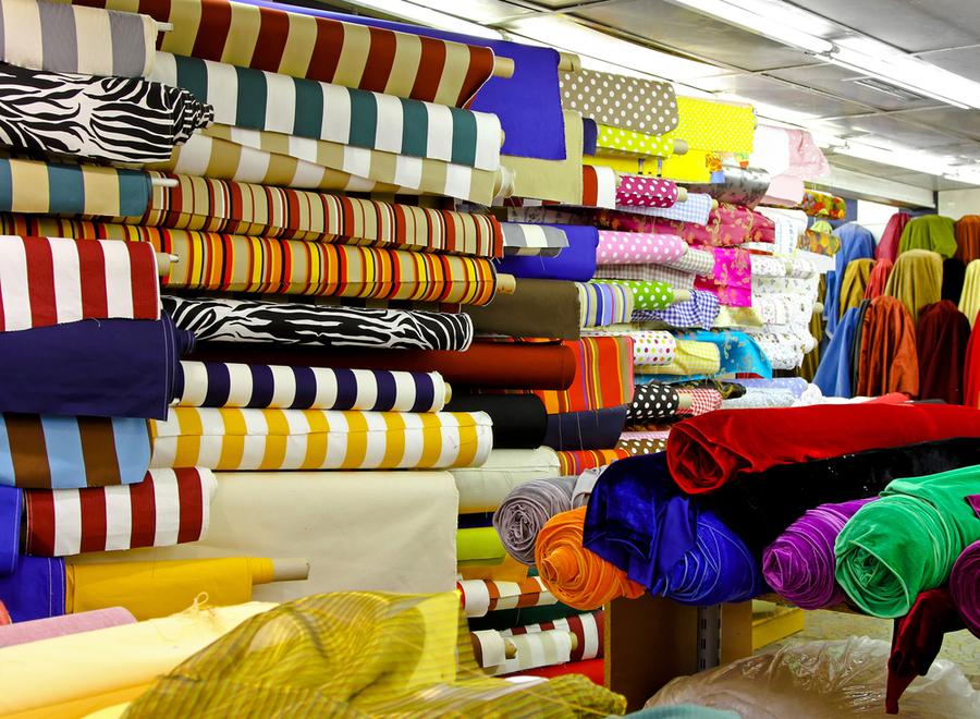 Старинный способ, как отличить натуральные ткани от искусственных.