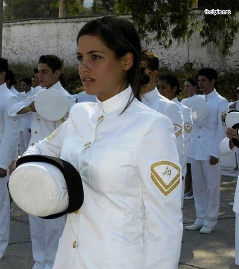 Девушки на службе в армии фото 18