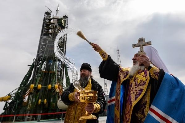 РПЦ продолжит освящать ракеты после прихода в «Роскосмос» Рогозина