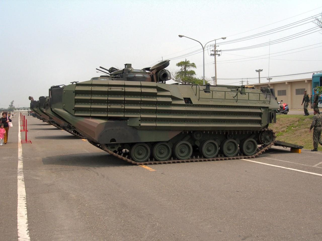 Тайвань получит 36 американских плавающих бронетранспортеров AAV7A1