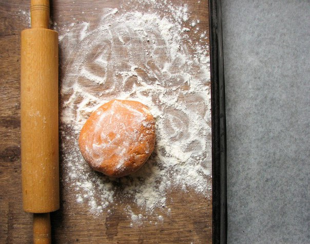 Творожный дип с острыми томатными крекерами