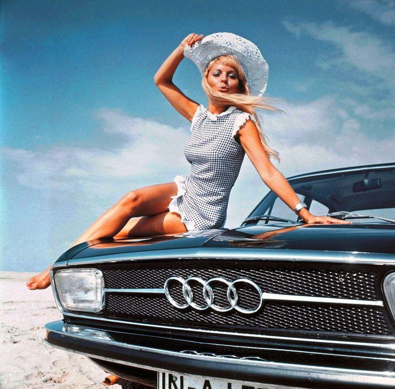Фото машин с девушками голами фото 12-316