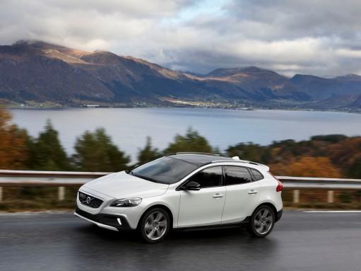Volvo V40 Cross Country получит новую версию