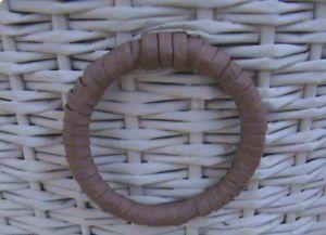 Плетем пуфик из газетных трубочек