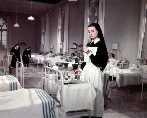 """Одри Хепбёрн в образе сестры Люк, фильм """"История монахини""""."""