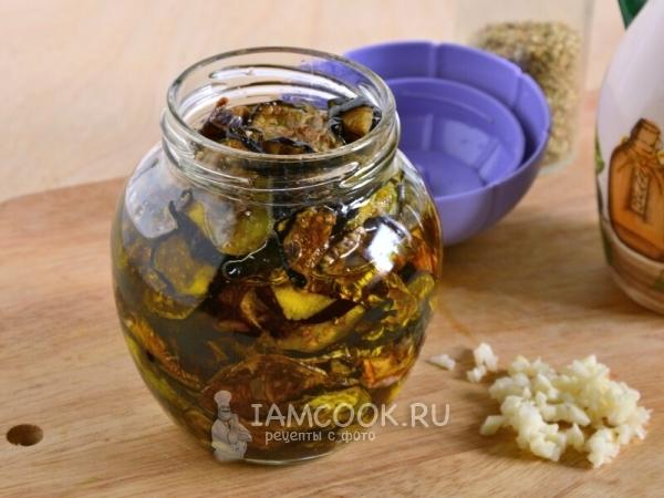 Залить баклажаны в банке маслом