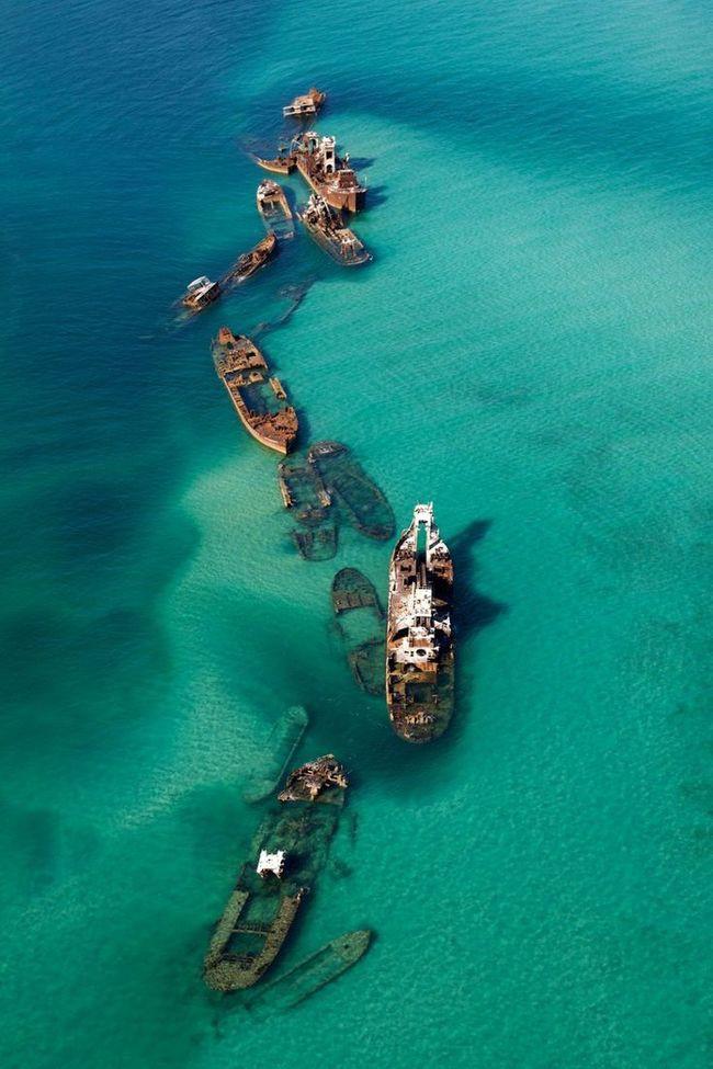 Гниющее корабли вблизи Бермудского треугольника заброшенное, природа, разрушение, цивилизация