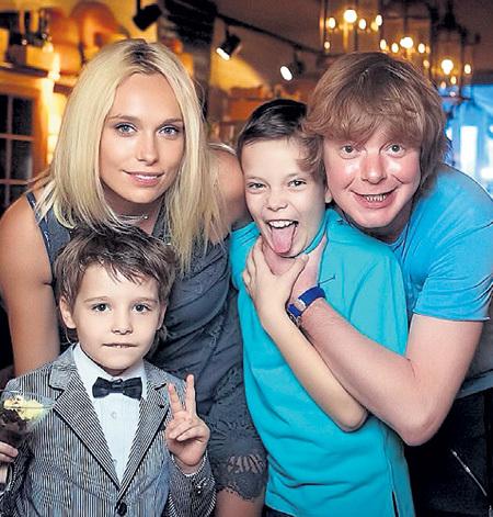Андрей с семьёй: супругой Мариной и сыновьями - Темой и Иваном. Фото: Instagram.com