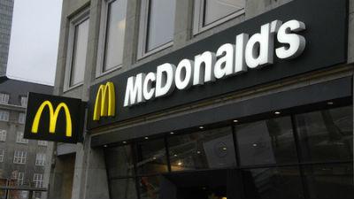 McDonald's заплатит москвичу 320 тысяч рублей за пролитый на его дочь кофе
