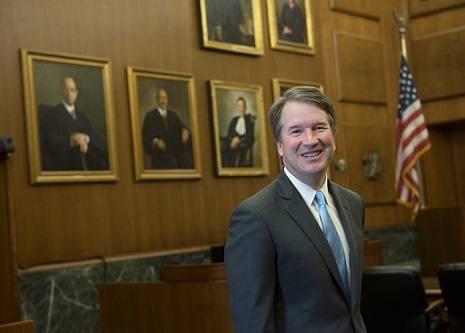 Кандидата на пост верховного судьи США обвинили в домогательствах. Жертва припомнила ему вечеринку 36‐летней давности