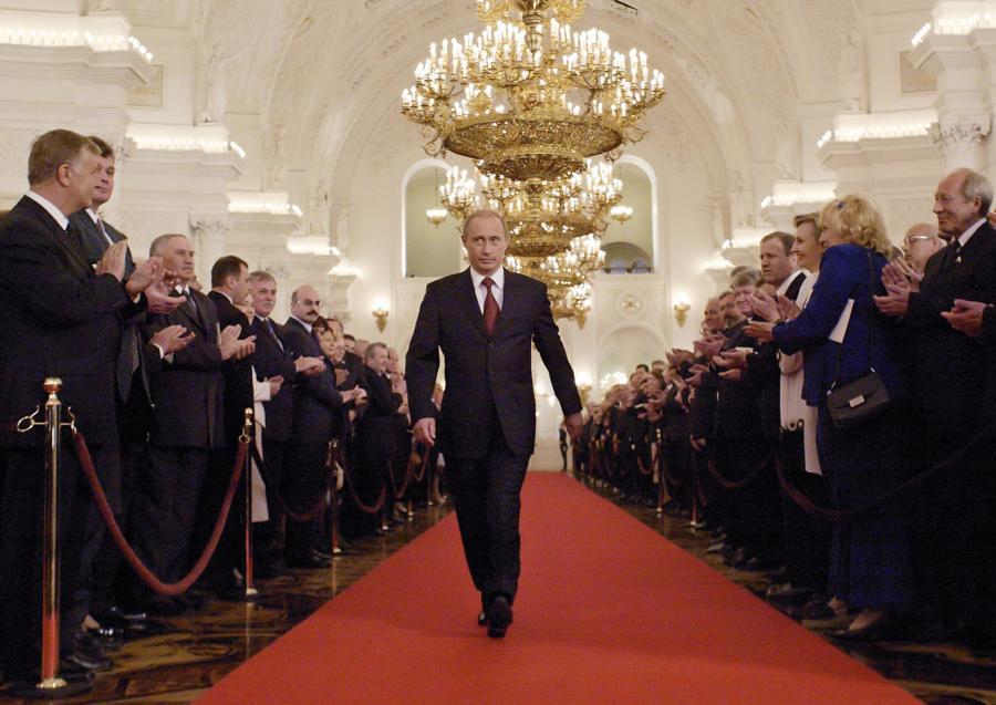 Путин проводит бескровную чистку элиты в России