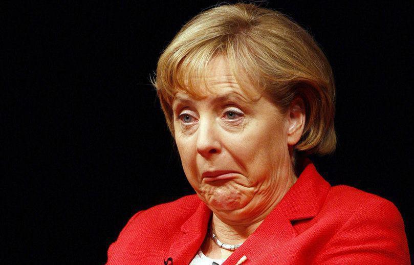 Меркель забросали помидорами…