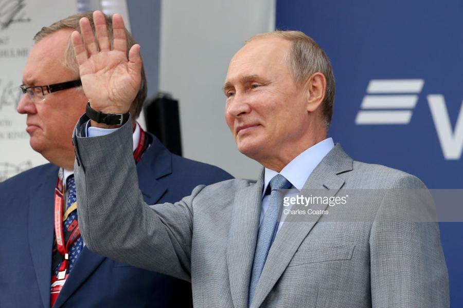 Об усталости от Путина, державности и скреп