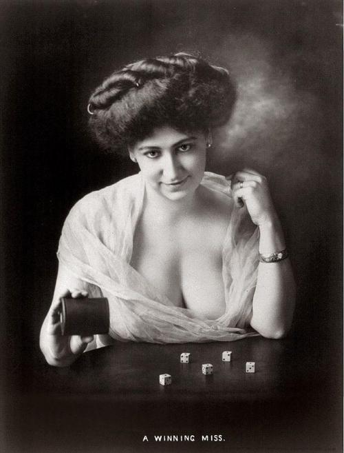 Откровенные фотографии девушек начала XX века