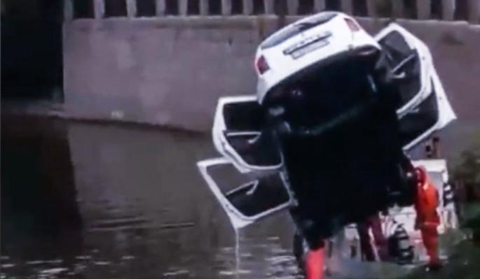 Автомобиль вылетел в реку из…