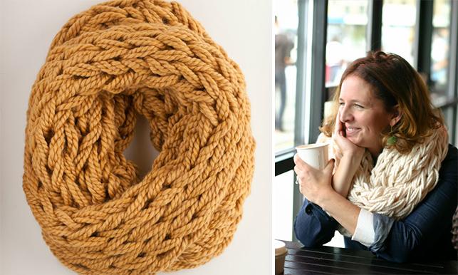 Шарф-хомут: вязание руками без спиц и крючка!