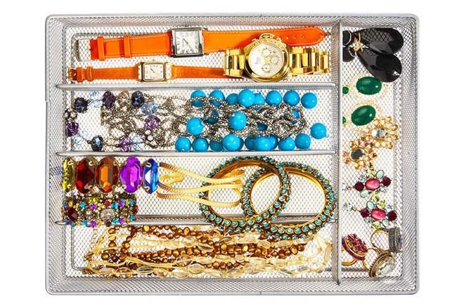 17. В органайзере для столовых приборов можно хранить украшения  вещь, дом, хранение
