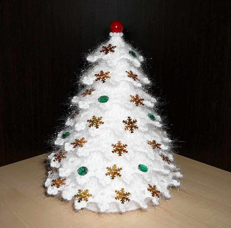 Вяжем крючком искрящуюся новогоднюю ёлочку