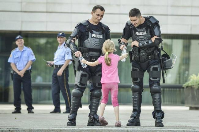 Доброта спасёт мир добро, люди, поступок, страны