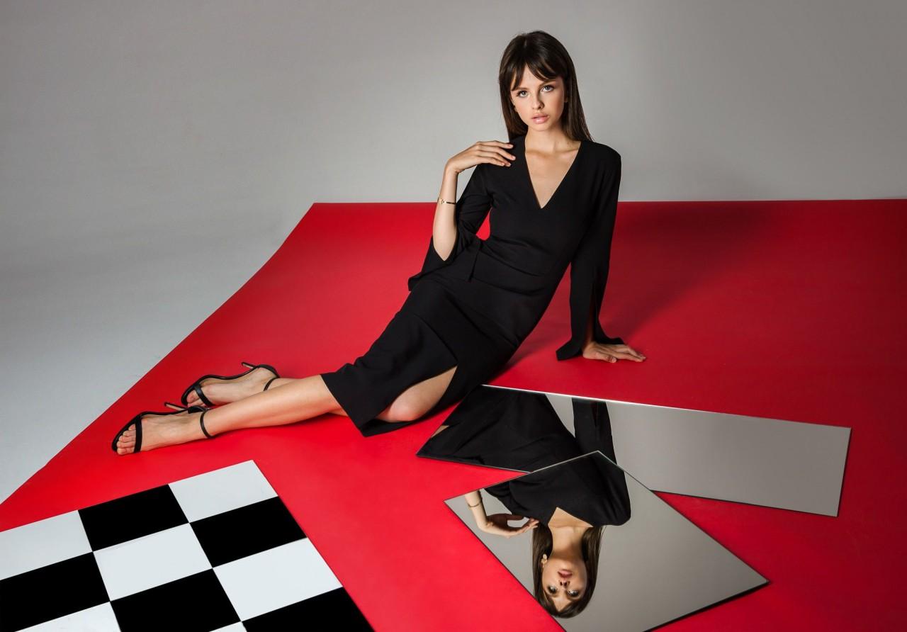 Платья со смелыми декольте и шорты с воланами в осенней коллекции бренда Нerstory