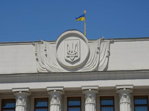 Украинские автомобилисты с еврономерами пикетируют Раду
