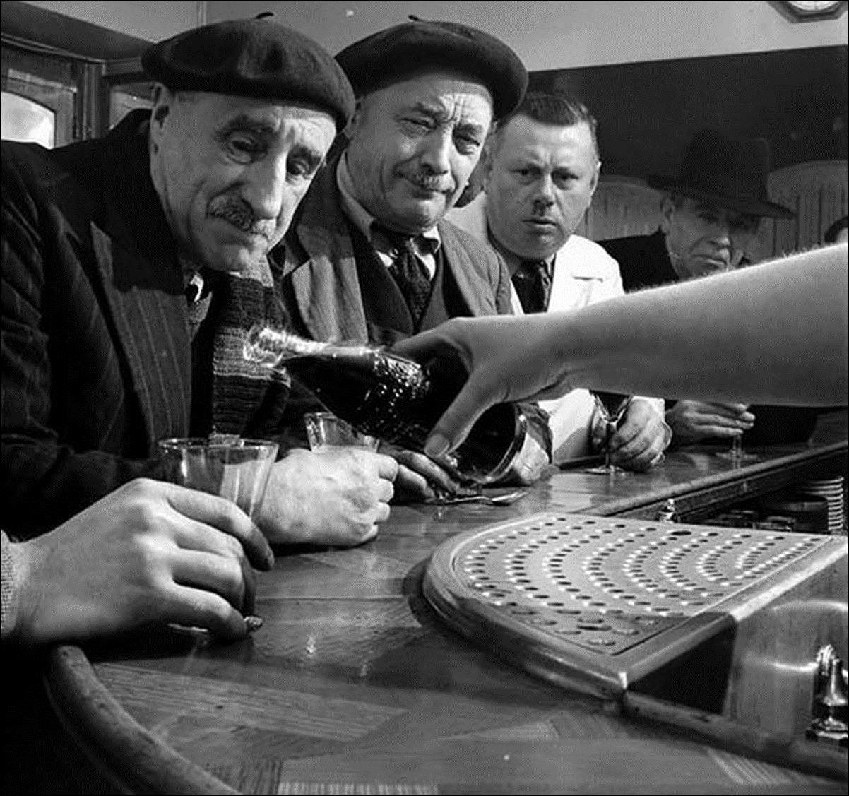 Кока-кола пришла во Францию, 1950 Историческая фотография, история, факты
