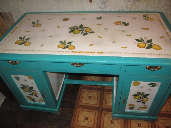Вместительный стол для дачи