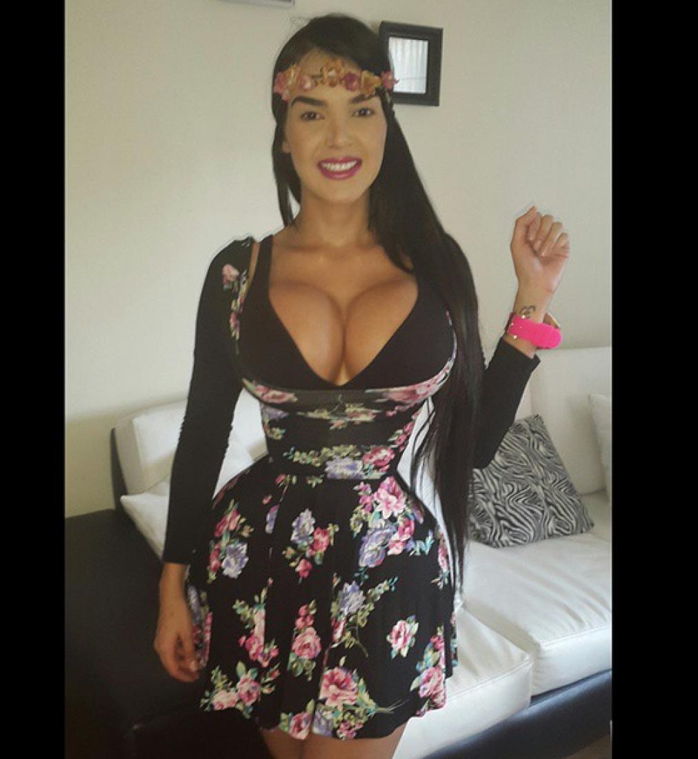 Фото жіночі груди великі 14 фотография