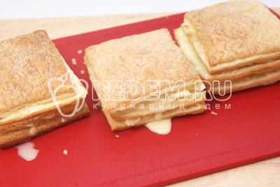 Сделать 3-4 слоя. - Слоёные пирожные «Мокрый наполеон». Фото рецепт приготовление слоёных пирожных.