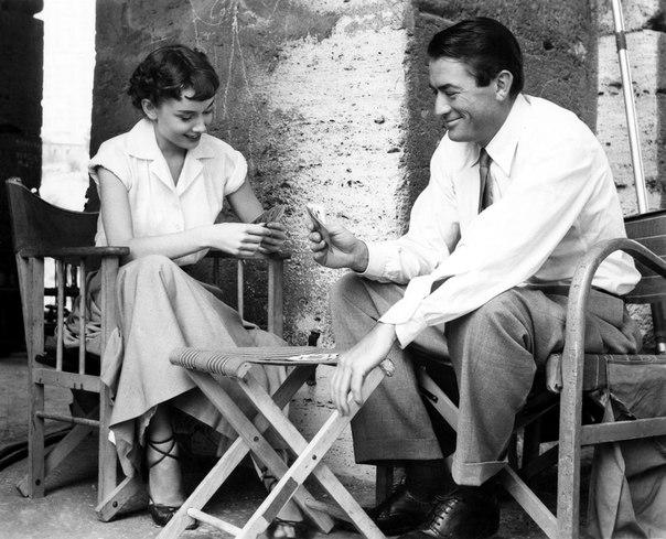 """Грегори Пек и Одри Хепберн на съемках фильма """"Римские каникулы""""."""