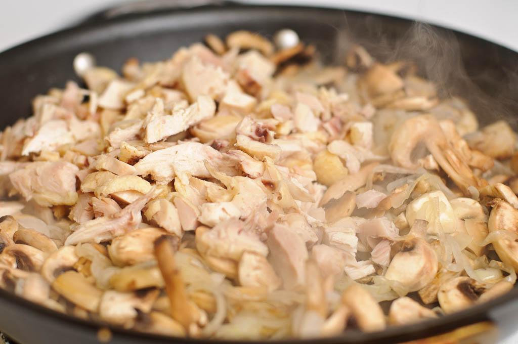 Жульен в кокотницах: ингредиенты и рецепт приготовления