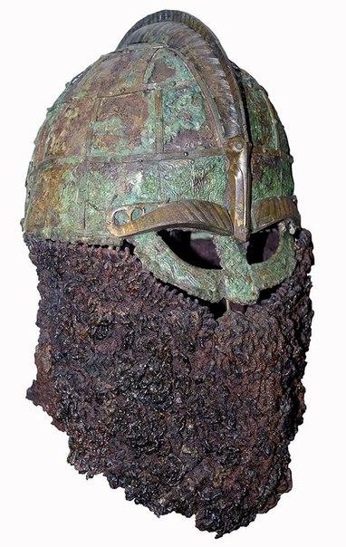 Шлем из захоронения в ладье VII век. Швеция.