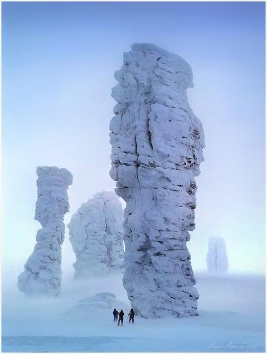 Столбы выветривания на плато Маньпупунёр (17 фото)