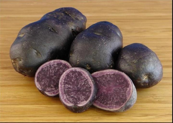 Фиолетовый картофель дача, овощи