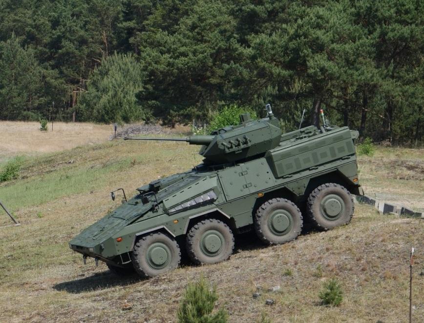 Литва получила первые два линейных бронетранспортера Boxer