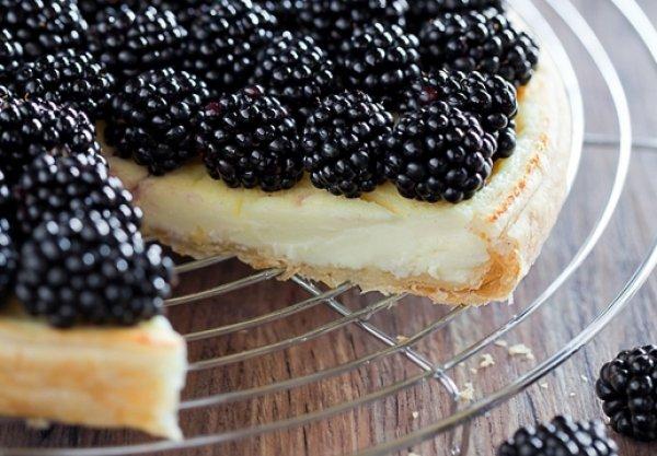 Пирог с замороженной ежевикой с фото
