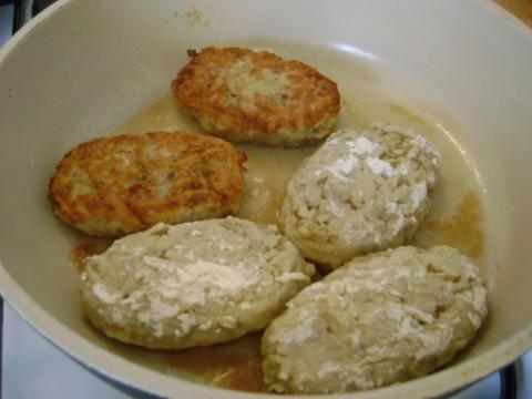 Картофельные котлетки с мясом и грибами