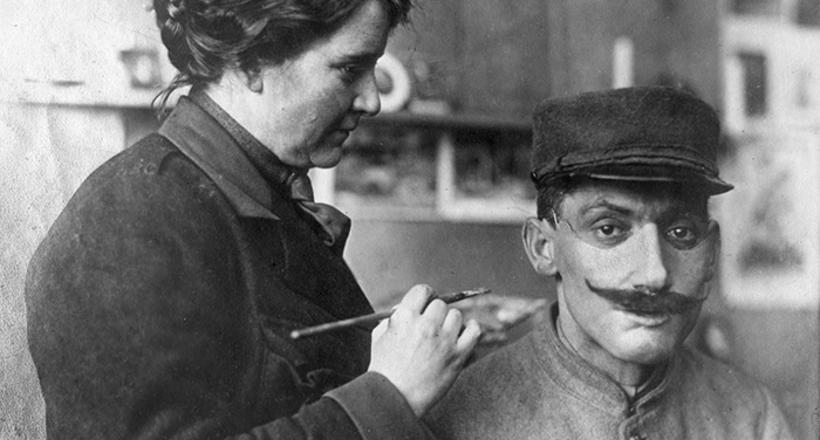 Как женщина спасала жизни ветеранов Первой мировой войны, «восстанавливая» их лица